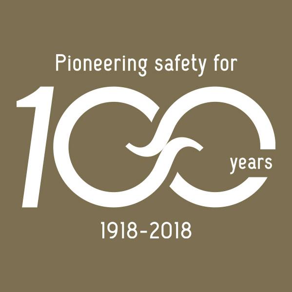 Spanninga logo 100 years white on gold