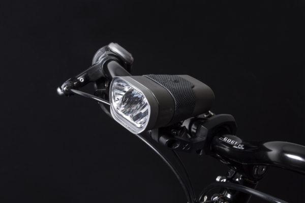 Axendo 60 Usb headlamp with Bh520 handelbar bracket on handlebar
