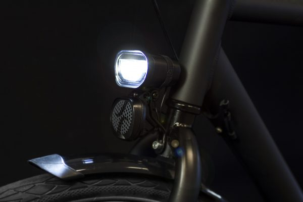 Axendo 100 Speed on front fork with Decibel horn and light on