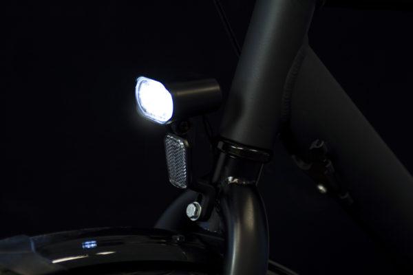 Axendo 30 e-bike headlamp with BH06 bracket on bicycle on