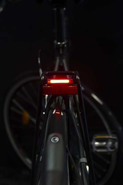 Pimento Speed rearlight with Rr 02 rear reflector on carrier (light on)